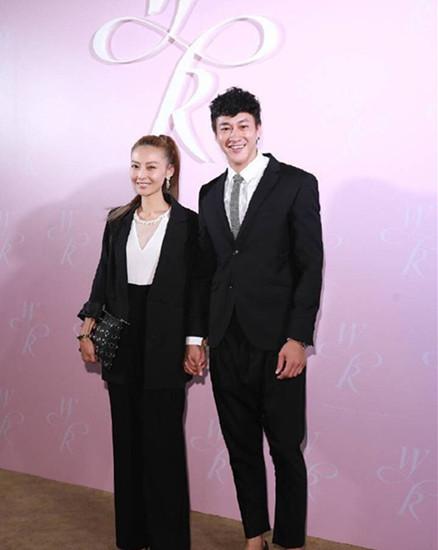 何润东与妻子9月1日将补请婚宴 网友齐送祝福
