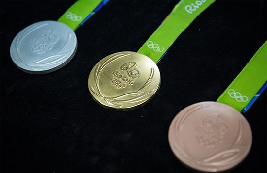 2016里约奥运会奖牌制作过程曝光,使用可再生材料倡导环保。 资料
