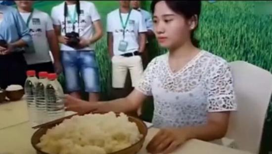 """壹扒吃8斤米饭的大胃王是""""吃货一姐""""!上过湖南台"""