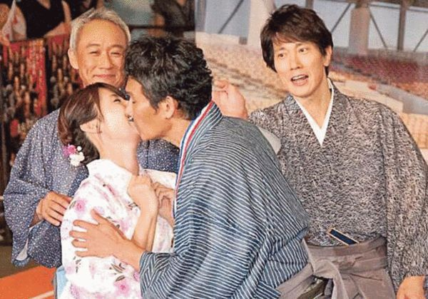 [日韩星闻]好混乱!深田恭子遭伊原大叔强吻 佐佐木忙护花