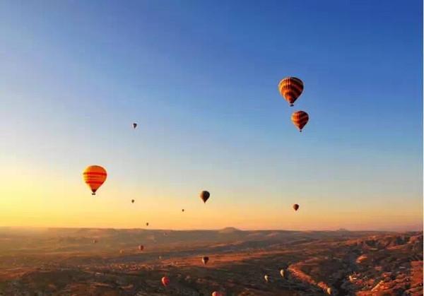 土耳其,世界上唯一一个横跨欧亚大陆的国家,星罗棋布的江河湖海如蓝色图片