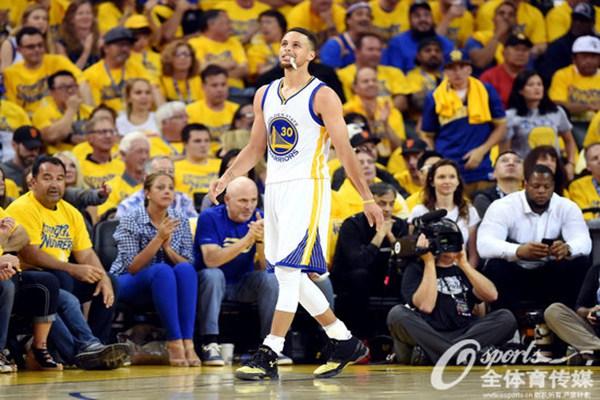 勇士队当家球星库里获NBA球员工会MVP-5日早报 骑士签防守悍将 库图片