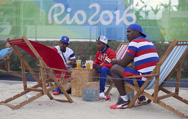 古巴队员吃麦当劳。