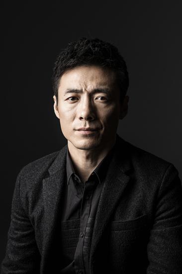 该片由郑大圣执导,改编自龙一同名小说,张恒和祖峰在片中分属不同阵营图片