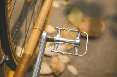 用竹子做成的脚踏板。