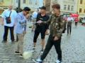 《花样男团片花》第八期 欧弟突变热心城市导游 街头卖艺遭贾乃亮砸场