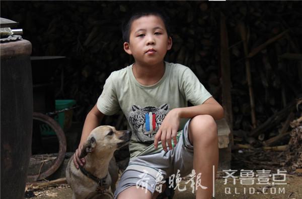 10岁留守儿童独居70天:喝凉水吃煎饼 想爸没办法