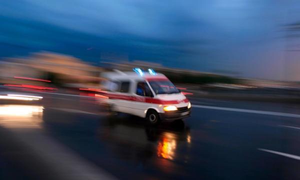 """将本该用来救死扶伤的救护车,作为接待用车去景区公款游玩,和县精神病院有关领导很有就地取材、靠山吃山的""""劲头"""",结果栽了跟头。"""