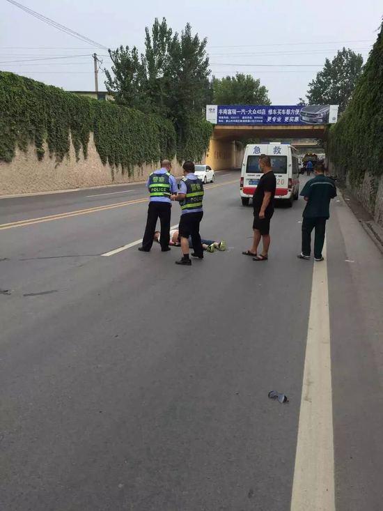下游期货配资 -重庆晨报记者梳剃头现,近些年来,摩托车在公路上炫技玩杂耍乃至诱发交通事变的事情频发。