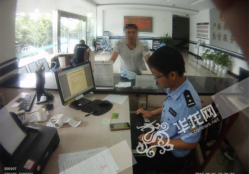 郑某到派出所报案。九龙坡警方供图