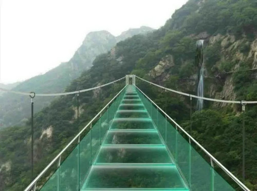方城七峰山悬空玻璃桥将于9月初正式对外开放 你敢挑战吗?图片