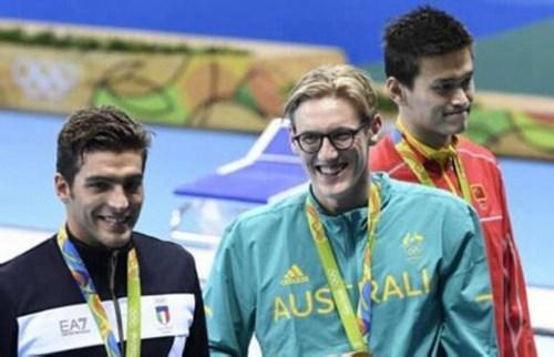"""孙杨和霍顿还有可能在1500米自由泳比赛中遭遇,当被问到是否会在1500米比赛击败霍顿,孙杨再次给出霸气答案:""""1500米,我是王者(1500 metres - I am the king)""""。根据里约奥运会赛程安排,男子1500米自由泳决赛将在北京时间8月14日(本周日)上午9点进行。"""