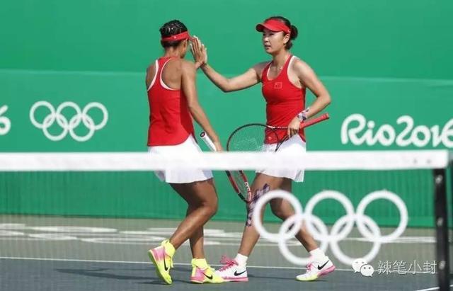 在本届里约奥运比赛中,她先是在女单比赛中苦战三盘一直拼到腿抽筋,最终憾负。但几个小时后,她又和张帅出现在女双赛场,涉险晋级。
