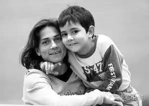 不幸的是,2002年大儿子阿里什被诊断患上白血病,这对于丘索维金娜无疑是晴天霹雳。