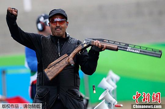 当地时间8月10日,里约奥运会男子双多向飞碟射击比赛上演逆转好戏,以个人身份参赛的科威特选手阿尔德哈尼一路过关斩将,最终夺取金牌。