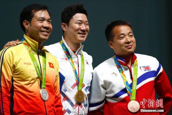 秦钟午中是该项目的世界纪录保持者,也是本届奥运会的卫冕冠军。 中新网记者 盛佳鹏 摄