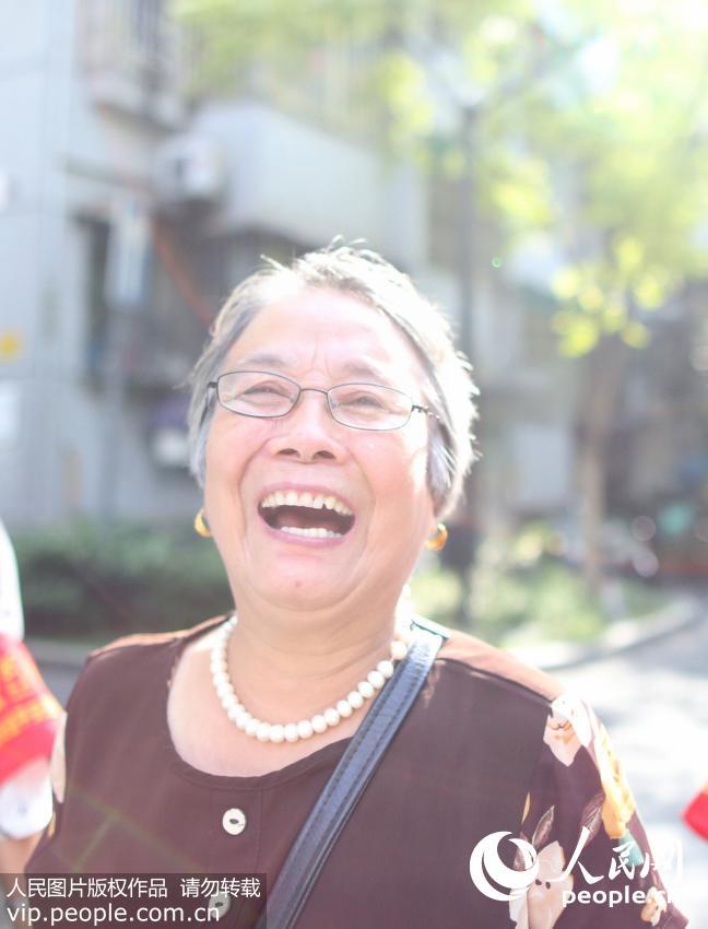 8月10日,傅园慧奶奶的陈珊瑚在承受媒体采访。
