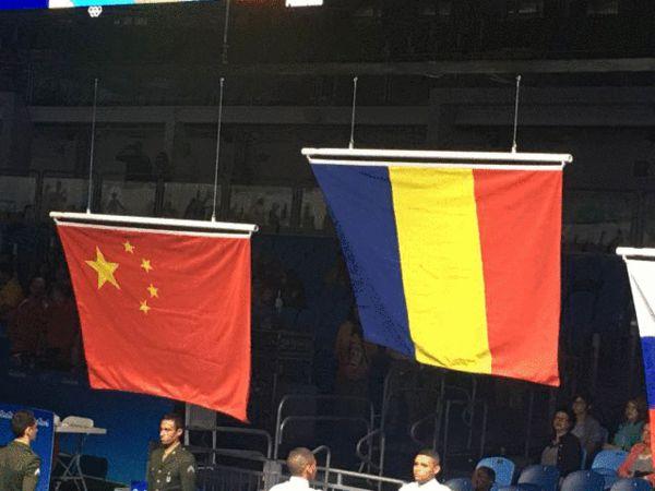女子重剑团体赛颁奖仪式 中国队升起正确国旗