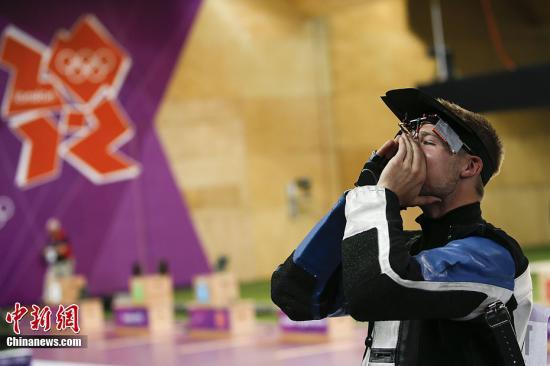 美国著名射击运动员埃蒙斯。中新网记者 宋方灿 摄