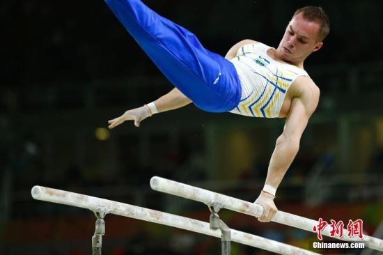 当地时间8月10日,在里约奥运会体操男子个人全能决赛中,日本名将内村航平以总成绩92.365分成功卫冕。中新网记者 富田 摄