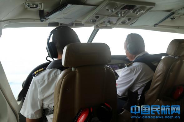 普通塞斯纳208航行均选用双机长制。