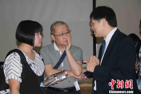 陆生/双胞胎姐妹花王意淳(右)王意涵(左) 高钰婷摄...