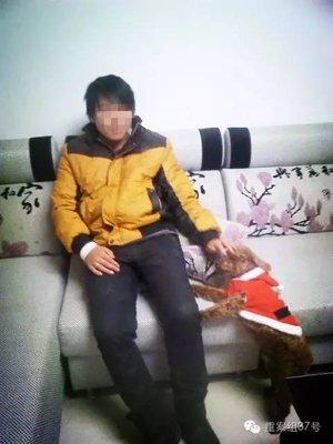 刘大蔚在家中。