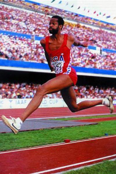 1,男子跳远,成绩为8米95,由美国运动员迈克-鲍威尔1991年在日本东京创造。