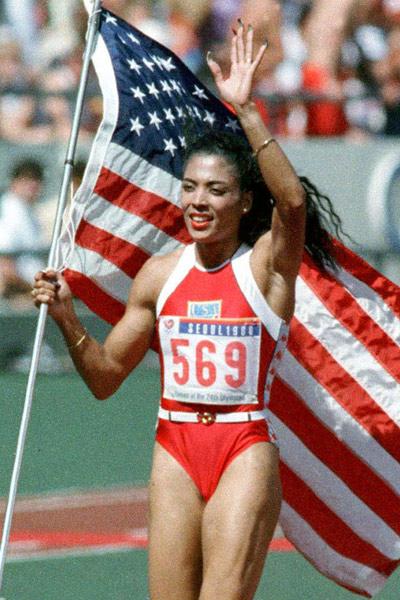 3,女子100米和200米,成绩分别为10秒49和21秒34,由美国运动员乔伊娜1988年在美国奥运选拔赛和韩国汉城奥运会创造。