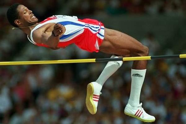 6,男子跳高,成绩为2米45,由古巴跳高名将索托马约尔1993年西班牙萨拉曼卡创造。