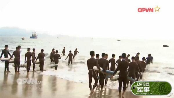 视台播出的越南海军蛙人部队日常训练画面.-越南特种部队日常训练图片