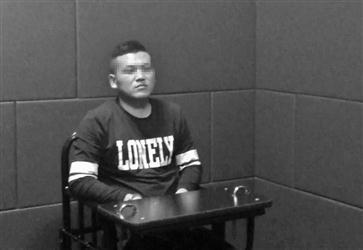 犯罪嫌疑人在公安局接受警方询问。辽沈晚报、聊沈客户端首席记者 赵天乙 摄