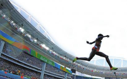 """对参赛选手来说,奥运金牌不只是一份荣誉,随之而来的还有经济奖励,一块奥运金牌能为运动员带来多少奖金呢?新加坡为奥运金牌拍出了约合563万元人民币的高额奖金,而中国为每块金牌提供的奖励是20万元人民币,是排名倒数第四少的国家,尤其相比伦敦奥运会时开出的50万元""""巨奖"""",里约金牌""""贬值""""了不少。"""