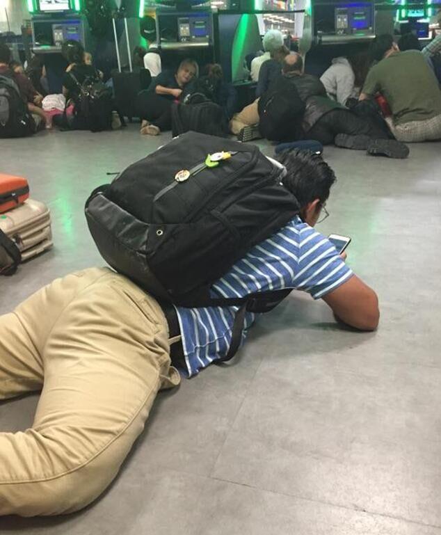 """【举世网归纳报导】美国媒体本地时刻14日纷传纽约肯尼迪世界机场当天黄昏传出枪声,纽约法律部分各步履小组简直""""全副出动""""。本地警方不久确认,枪击事情是虚惊一场。美联社15日称,纽约差人局外部简报文件显现:误传枪声,多是机场旅主寓目牙买加""""闪电""""博尔特在里约奥运女子100米长跑夺金时暴收回的喝彩声惹起。"""
