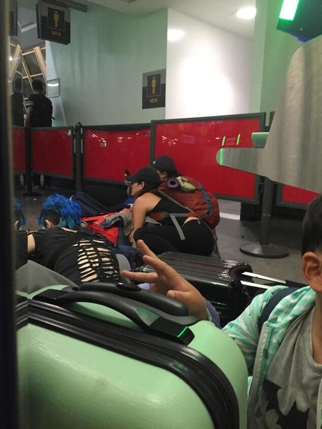 """肯尼迪机场警方示意,""""出于慎重,对航站楼停止了分散""""。纽约警局将辖下的突击小组、紧迫相应小组、策略相应小组、紧迫营救小组以及捕快悉数派往肯尼迪世界机场,末了却发觉是虚惊一场。"""