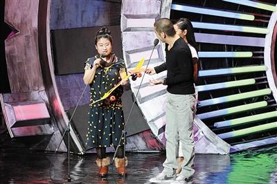 2014年12月,王守英在北京加入一个视频网站的流动。图/视觉国家