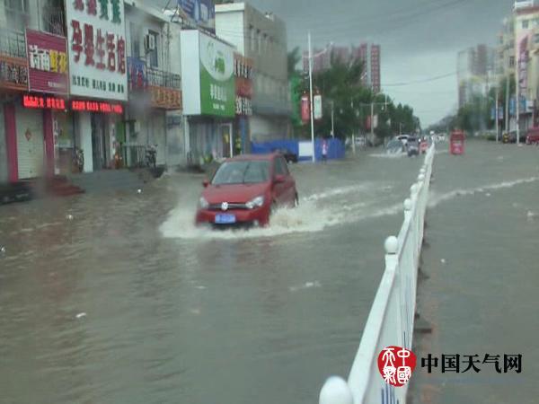 15日,河北廊坊永清县城区因强降雨呈现内涝。(拍照:王涛)