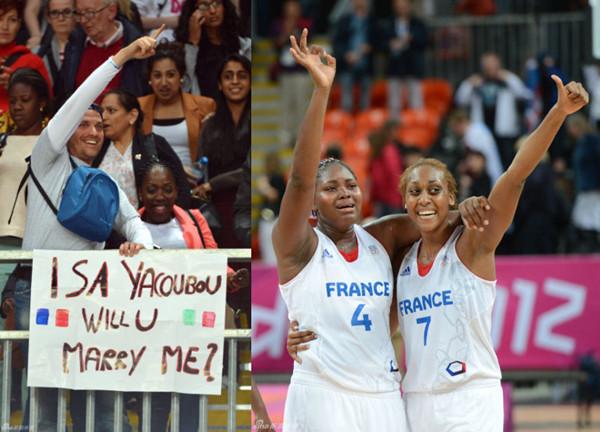 """伦敦奥运会女篮比赛,当法国队战胜捷克晋级半决赛之后,法国女篮队员伊莎贝尔-雅库布的男友向她求婚,伊莎贝尔打出了""""OK""""的手势"""