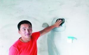 王先生觉得一掌能在墙上拍出窟窿的房子挺可笑。