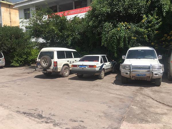 赵一川讨债清单的车辆停在顺濞镇政府大院。
