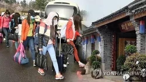 在11日的中国外交部例行记者会上,外交部发言人陆慷表示,中方公安部曾接到过朝鲜在华公民失踪的报告。经调查,13名朝鲜籍人员于4月6日凌晨持有效护照正常出境。
