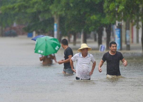 海南临高受飓风电母作用积水重大。