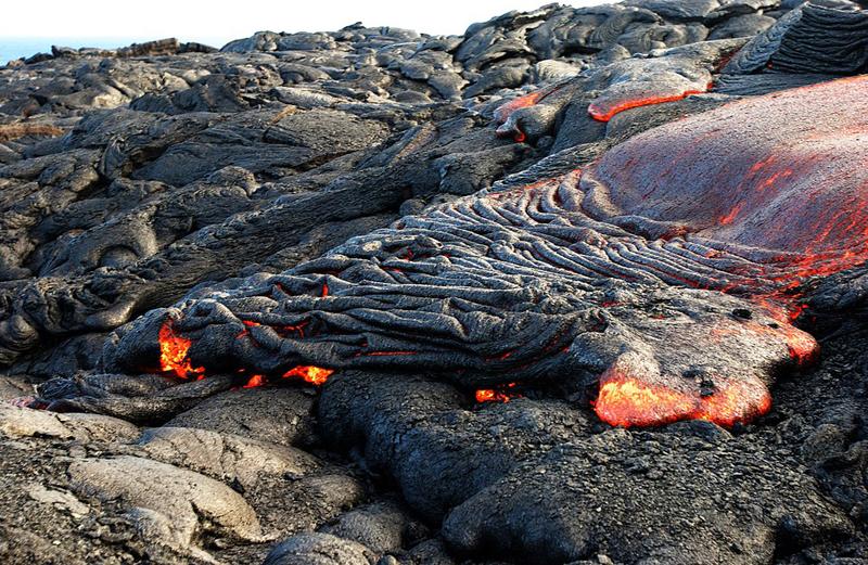 近日,美国夏威夷沉睡了三年的基拉韦厄火山爆发,岩浆覆盖面积多达8