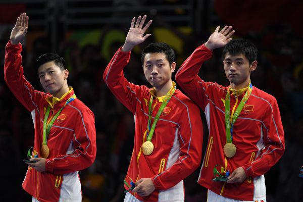 在2016年里约奥运会乒乓球男子团体赛决赛中,中国队以3比1战胜日本队获得金牌。
