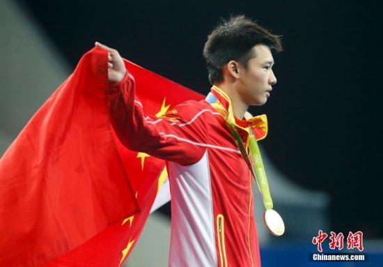 当地时间8月20日,在里约奥运跳水男子单人十米台的决赛中,中国选手邱波最终名列第六。中新网记者 杜洋 摄