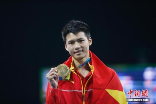 里约奥运跳水男子单人十米台的决赛中,陈艾森获得冠军。中新网记者 杜洋 摄