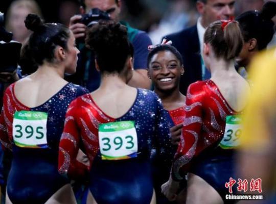 """8月14日,里约奥运会田径男子百米飞人大战,牙买加""""闪电""""博尔特以9秒81的成绩获得冠军。中新网记者 盛佳鹏 摄"""