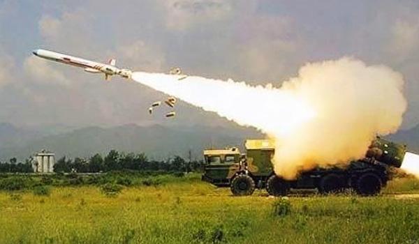 """资料图:陆基发射的""""东海""""-10(又称""""长剑""""-10)巡航导弹"""