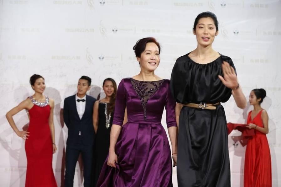 主攻张常宁,20岁,身高:193cm,是公认的大美女。