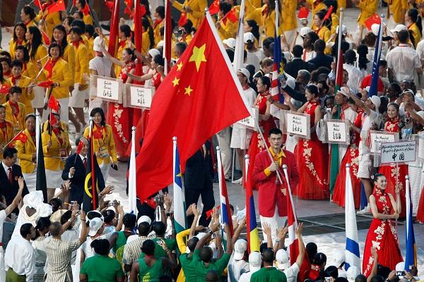 姚明担任北京奥运旗手。